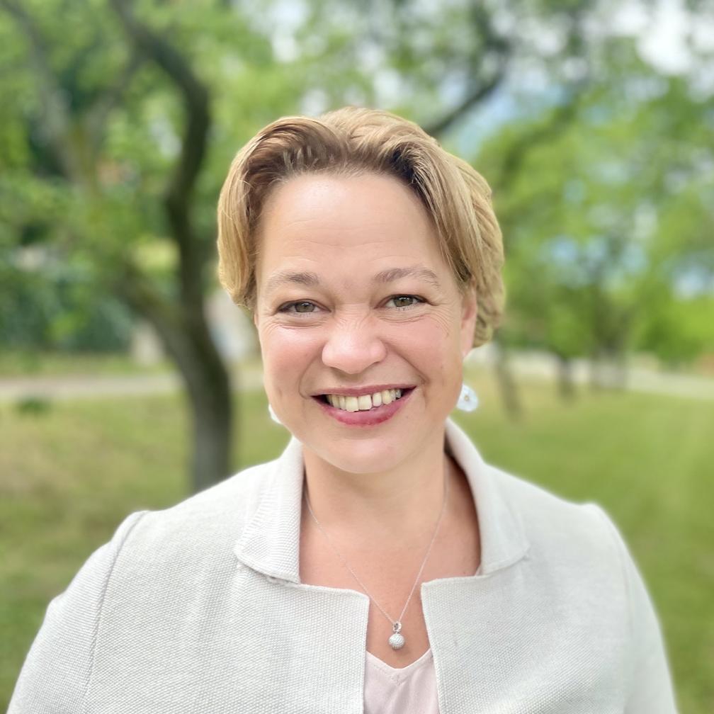 Dr. Christine Saahs